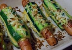 Cukkini hot dog Hungarian Recipes, Hot Dog, Zucchini, Bacon, Good Food, Easy Meals, Food And Drink, Health Fitness, Tasty