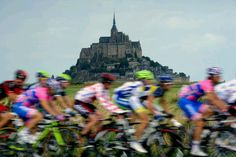 Tour de France, 2011 / The peloton rides past the rocky tidal island of Mont Saint-Michel in the km sixth stage of the 2011 Tour de France cycling race run between Dinan and Lisieux in northwestern France on July (Lionel Bonaventure/AFP/Getty Images) Pro Cycling, Cycling Bikes, Culture Of France, Cycling Motivation, Tours France, Mont Saint Michel, Bicycle Race, Bike Style, Grand Tour