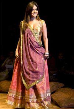 pink & gold.. such a pretty combination. (riya sen in Ritu Kumar)