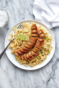 Italian Sausage with Cilantro Lime Cauliflower Rice - #lowcarb #keto #glutenfree #recipe #eatwell101 - Super-flavorful comfort food ahead! This easy skillet dinner is ready in less than 30 minutes and cooks in one pan for easy cleanup! - #recipe by #eatwell101