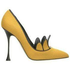 #ManoloBlahnik, Fall 2014   ❤︎† Yellow Essence   https://www.pinterest.com/sclarkjordan/yellow-essence/
