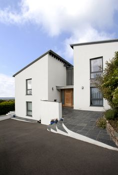 A recently completed, major remodelling of this Cornwall home to replace an outdated, thermally inefficient 1970s property, designed by architects The Bazeley Partnership.
