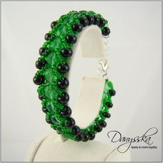 The bracelet is made of czech seed beads Preciosa and glass beads.    It is 18 cm (7.08 inches) long. It can be elongated up to 23 cm (9.05 inches) using an extender chain.    Lobster clasp, extender chain.    It is 2 cm (0.78 inches) wide.      Specification:    - color: green, black  - length: 18 cm (7.08 inches)  - width: 2 cm (0.78 inches)  - material: czech seed beads Preciosa, glass beads  - material of components: base metal | Shop this product here: spreesy.com/danysska/365 | Shop…
