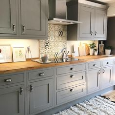grey kitchen interior Can someone just come and make my dinner please? Home Decor Kitchen, Interior Design Kitchen, Country Kitchen, New Kitchen, Kitchen Dining, Interior Plants, Interior Ideas, Cottage Kitchens, Home Kitchens