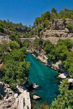 Anadolu, doğanın bize sunduğu en etkileyici oluşumlardan kanyonlar bakımından oldukça zengin. Trekking, fotoğraf ve doğa tutkunuysanız ve hâlâ bu kanyonlara gitmediyseniz çok şey kaçırıyorsunuz. Yedi jüri üyemizin ilk tercihi Valla Kanyonu oldu.