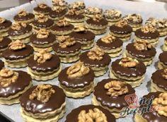 Tartelette d& fourrée aux noix - Backschätze - Christmas Sweets, Christmas Cooking, Coconut Pineapple Cake, Gourmet Candy, Berry Cake, Tartelette, Fruity Drinks, Czech Recipes, Yummy Cupcakes