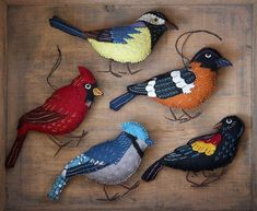 More realistic felt birds Felt Crafts Patterns, Bird Patterns, Fabric Crafts, Bird Ornaments, Felt Christmas Ornaments, Christmas Tree, Fabric Birds, Felt Fabric, Couture Main