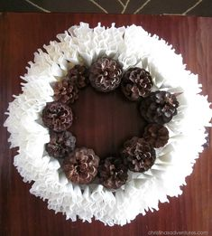 WINTER WREATH: PINE CONES AND COFFEE FILTERS ● Diy