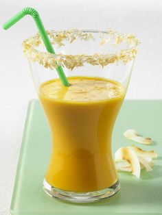 <p/><h2>Kokos-Möhren-Smoothies</h2><p><b>Zutaten</b></p><p><b>Zutaten für 1 Glas:</b></p><p>3 EL Kokosraspel</p><p>200 ml Karottensaft</p><p>2 EL Kokosmilch</p><p>3 EL Vollmilch-Joghurt</p><p>geröstete Kokoschips zum Verzieren</p><p/><p><b>Zubereitung: </