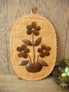 vintage Sea Grass and wood coconut shell Floral wall hanging . Leaf Crafts, Wood Crafts, Diy And Crafts, Coconut Shell Crafts, Sisal, J Craft, Coconut Leaves, Artist And Craftsman, Nativity Crafts