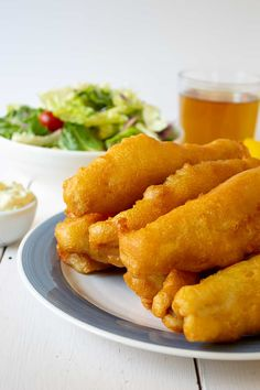 Beer Battered Fish with a crispy coating and tender flaky fish. Tips on how to make this fish at home or for an outdoor fish fry. Seafood Dishes, Seafood Recipes, Cooking Recipes, Seafood Buffet, Dinner Recipes, Cod Recipes, Beer Recipes, Yummy Recipes, Gourmet