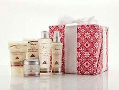 De Sonya Skin Care Collection bestaat uit vijf kwalitatieve producten voor het reinigen, hydrateren en beschermen van de huid. De combinatie van de unieke ingrediënten houdt de huid jong en hydrateert als nooit tevoren.
