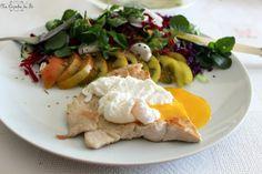 Na Cozinha da Té:   Bife de peru grelhado com salada e ovo escalfado...