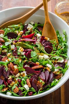 beet salad recipe tastes fancy but is SO EASY. A show-stopping and flavorful beet salad with arugula with balsamic vinaigrette. It's gluten free, vegetarian and perfect for entertaining. With make-ahead option! Healthy Bites, Healthy Salads, Healthy Eating, Fancy Salads, Summer Salads, Fancy Meals, Make Ahead Salads, Vegetarian Recipes, Cooking Recipes