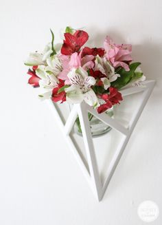 Geometric Wall Flower Vase - I think I could DIY this!