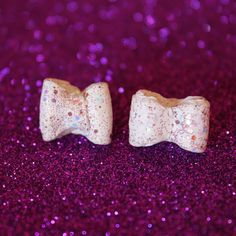 orecchini fiocchi in fimo bianchi con glitter... #nenfairydesign #love