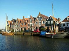 Monnickendam in Noord-Holland Holland, European Countries, San Francisco Skyline, Netherlands, Sailing, Beautiful Places, Places To Visit, Van, Country