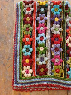 crochet rug - flower garden designed by echidna