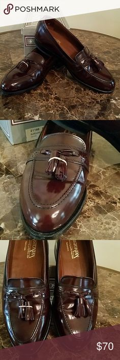 Bostonian shoe Bostonian size 8 1/2 burgundy color men's shoe *This is a sample shoe not pre-owned* Bostonian Shoes