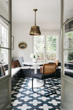 Home Interior Decoration .Home Interior Decoration Architectural Digest, Dining Nook, Dining Room Design, Hollywood Hills Häuser, Blake Grey, Kitchen Nook, Kitchen Floors, Kitchen Dining, Kitchen Island