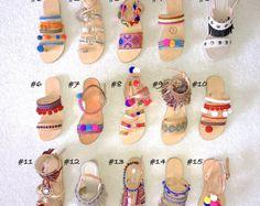 Hecho a mano estilo griego sandalias Boho, pompones, adornos étnicos, encantos, hechos por encargo!