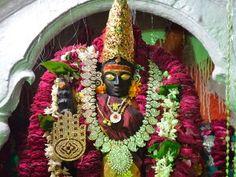 5. विशालाक्षी शक्तिपीठ : उत्तर प्रदेश, वाराणसी के मीरघाट पर स्थित है शक्तिपीठ जहां माता सती के दाहिने कान के मणि गिरे थे। यहां की शक्ति विशालाक्षी तथा भैरव काल भैरव हैं। यहाँ माता सती का 'कर्णमणि'[5] गिरी थी। यहाँ माता सती को 'विशालाक्षी' तथा भगवान शिव को 'काल भैरव' कहते है।