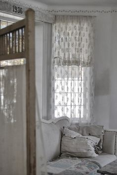 1000 images about cottage white on pinterest shabby for Cantonniere shabby chic
