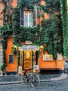 Pretty street in Roma, Lazio, Italia