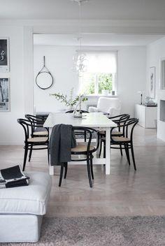 Black bentwood chairs around white dining table via House of Philia House Of Philia, Bentwood Chairs, Dining Chairs, Dining Area, Interior Exterior, Kitchen Interior, Skandinavisch Modern, White Dining Table, Adirondack Chairs For Sale