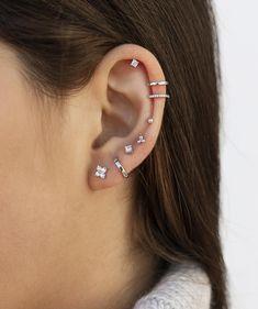 Ear Piercings Chart, Pretty Ear Piercings, Ear Peircings, Types Of Ear Piercings, Female Piercings, Bijoux Piercing Septum, Tattoo Und Piercing, Piercing Face, Cartilage Piercings