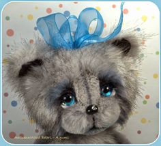 AutumnWood Bears.....(i love those ocean-blue eyes!...not to mention her expression. so life like!)....