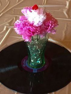Centerpieces for a 50 S Theme Party - Bing images 1950s Theme Party, 50s Theme Parties, Diner Party, 70th Birthday Parties, 50th Party, Anniversary Parties, Party Themes, Party Ideas, 60th Anniversary
