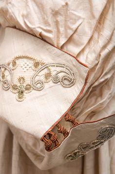 Elegant and beautifully made raw silk coat, c....