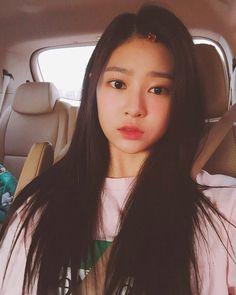 [ #민주 ] [ #김민주 ].모닝민주🤳🏻📸..#kimminjoo #minjoo @urbanworks.official #キムミンジュ #ミンジュ #urbanworks #얼반웍스 Korean Girl Fashion, Sketch Poses, Best Kpop, Japanese Girl Group, Red Velvet Irene, Kim Min, Girl Pictures, Kpop Girls, My Girl