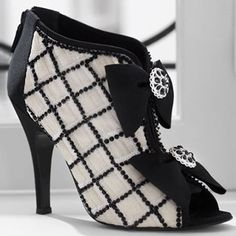 Google Image Result for http://fametrend.info/wp-content/uploads/2012/01/chanel-shoes1.jpg