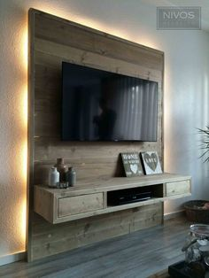 Living room tv wall - 22 White DIY Interior Ideas To Update Your Room – Living room tv wall Tv Pallet, Wooden Pallets, Wooden Diy, Diy Wood, Home Entertainment Centers, Wall Mount Entertainment Center, Entertainment Products, Wall Behind Tv, Diy Interior