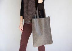 ANGUSTIADOS gris cuero bolso bolso de cuero premium por LeahLerner