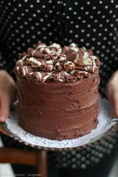 Marian pieni leipomo: Helppo ja herkullinen suklaakakku Yummy Eats, Yummy Food, Baking Recipes, Cake Recipes, Buzzfeed Tasty, Drip Cakes, Something Sweet, Let Them Eat Cake, Beautiful Cakes