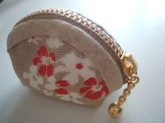 Fabric Crafts, Sewing Crafts, Sewing Projects, Sew Wallet, Hand Sewing, Coin Purse, Pouch, Quilts, Purses