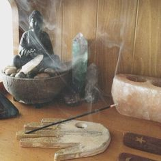 incense and altar Crystals Minerals, Rocks And Minerals, Crystals And Gemstones, Stones And Crystals, Gem Stones, Crystal Magic, Crystal Grid, Crystal Healing, Back In The Game
