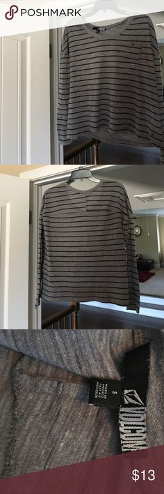Long sleeve grey and black shirt Perfect condition! Perfect for any season! Volcom Tops Tees - Long Sleeve