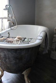Claw foot tub? I think yes