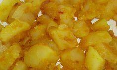 patate curcuma - Ottima variante delle tradizionali patate ripassate in padella. Una ricetta semplicissima che può salvare in quelle situazioni in cui serve un contorno da preparare agevolmente e con qualcosa che si ha sempre in casa: le patate. Ingredienti: patate 250 grammi, 1 cipolla piccola, curcuma mezzo cucchiaino o più ( a seconda dei vostri gusti), olio extra vergine, pepe nero e peperoncino qb. Preparazione: le scelte sono due, o lessate prima un po' le patate e poi le ripassate ...