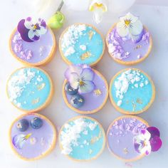 Pretty colour combinations #tarts #minitarts #purple #tartlets #raspberryandwhitechocolate #edibleflowers #foodforfoodies #edibleart #buzzfeast…