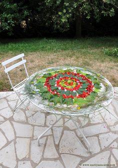 mandala vegetal dans le jardin idée cadeau ephemere et original  http://www.nastiyaaucarre.com/2015/11/land-art-enfants.html