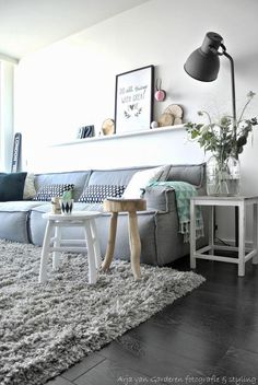 Check Out 33 Cool Geometric Living Room Design Ideas To Rock. Geometric design is perfect for any modern space, it's timeless and its touches can be perfect for any decor style. Living Room Interior, Home Interior, Home Living Room, Living Room Decor, Living Spaces, Living Area, Decoration Inspiration, Interior Inspiration, Decor Ideas