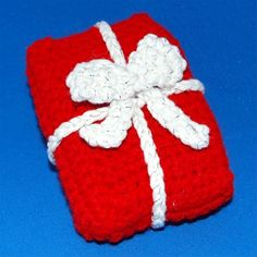 PixieKitten - Christmas Present Free Crochet Pattern