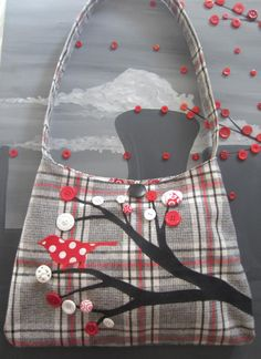 DIY Button Tree Bag - this is super cute. Maybe not this exact pattern, but it's inspirational!