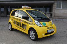 Taxi jest jedną z największych firm taksówkowych działających na… Van, Vans, Vans Outfit