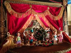 The Kelly and Tommy dolls performed The Nutcracker.